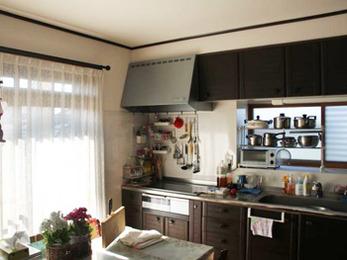 明るいキッチンで楽しく料理ができます。