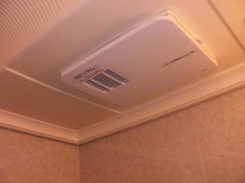 浴室換気暖房機を設置したので冬は暖かく夏は涼しく快適です!