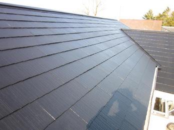 塗装完了です!ツヤのあるきれいな屋根に仕上がりました。屋根の色一つで印象がぐんと明るくなります!