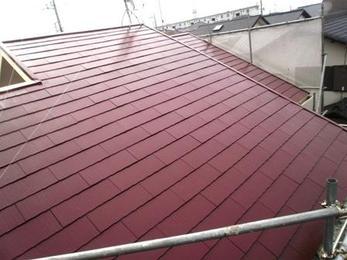 塗装完了です!同じ屋根とは思えないほど、綺麗になりました!