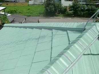 見違えるようなツヤツヤの屋根に生まれ変わりました!