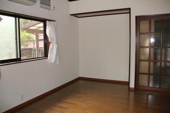 塗装もきれいに仕上がり床もつやがでていてきれいですね!