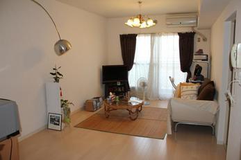 工事後です。 お部屋全体が明るくなり、華やかさもプラスされましたね!!