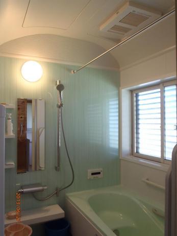 浴室の広さをフルに活かして、ドーム型のユニットバスを施工いたしました。 浴槽も広くなり、もともとあった段差も解消され、癒しの空間を提供できました。