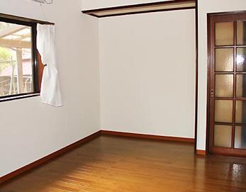 ボロボロだったクロスも綺麗になりました☆ お部屋が明るくなりましたねっ\(^o^)/