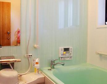 LIXIL:INAXラ・バス1216Zタイプを設置しました(^O^) 高断熱浴槽&断熱窓で暖かな空間ができあがりました(^-^)