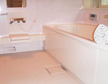 視覚でも温かみを感じる色になり、毎日のお風呂が楽しみになる空間になりました(*^^*)
