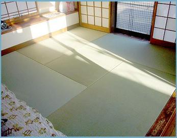 国産のい草を使用した畳を入れました(^O^) い草は消臭効果もあり、い草の香りにも癒されますよね♪