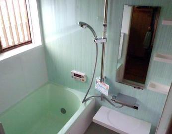 LIXIL(リクシル)キレイユ(BJDS-1216LBZ+H)を設置しました(^^) 排水口が「くるりんポイ」でお湯を抜くだけゴミ捨て簡単! お湯が冷めにくい「サーモバスS」で温かいお湯を保つことができます(^O^)v