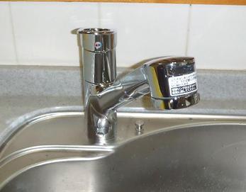 TOTOのTKGG32EBという商品です♪ 水はねの少ない「ミクロソフト」使用、シャワーヘッドも大型のため使いやすいですね(^^♪