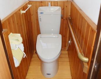 LIXIL(リクシル)のアメージュZは、お掃除ラクラク「ぐるピカ便器」♪便器の内側をまるごとカットしてしまったので、汚れが付着しても洗浄水がすっきり洗い流します(^^♪ お掃除が楽なのは、助かりますね!!