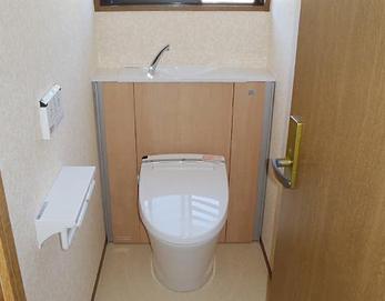 LIXIL(リクシル)エレシャスⅠ型を取付けました☆ タンク下は、スッキリと収納ができるうえにデザイン性が高いのでオシャレなトイレになります(^O^)/