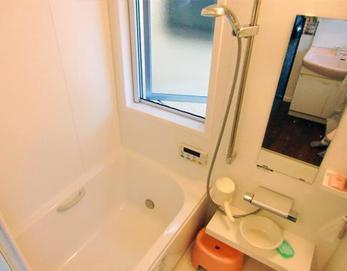 LIXIL(リクシル)キレイユZタイプの1216サイズを設置しました(^^♪ キレイユは、見た目の美しさだけでなくお掃除のしやすさも考えたデザインや汚れにくい技術とアイデアでバスルームのキレイを追求しています☆ 入浴がもっと楽しく、もっと元...