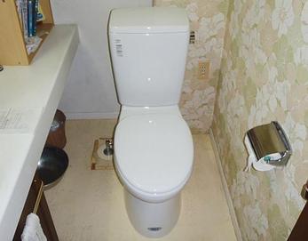 表面ツルツルでキレイ長持ち、お掃除も簡単で、節水効果の高いトイレに生まれ変わりました(*^-^*)