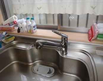 このようなシンプルでスタイリッシュなキッチン水栓に生まれ変わりました!(^◇^)