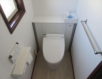 床上げして段差のない快適トイレに(*^^*) ※LIXIL キャビネット付リフォレI型
