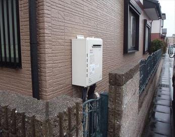 新しい給湯器に変えることでエコにもなりますね♪ ※高効率ガスふろ給湯器:ノーリツGT-C2452SAWX-BL ※温水機器 リモコン:ノーリツRC-D101E マルチセット