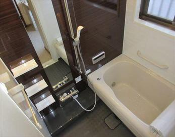 スタイリッシュで落ち着きのある浴室に♪ 最高の癒しのバスタイムが生まれました!(*^-^*)  ※ユニットバス:トクラス ストーリー1216