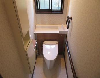 タンクと収納を一体型にしたことで今まで以上にスタイリッシュにカッコよくなりました!  ※キャビネット付トイレ:LIXIL リフォレ GDS-H1KX82X1 節水・消音タンク シャワートイレ