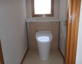 このようにスッキリとした快適なトイレ空間となりました!(^^)/ 【トイレ型式】LIXIL リフォレⅠ型
