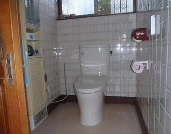 統一感の高い色調で、シンプルなトイレに大きく変わりました!(*^-^*)  TOTO ピュアレストEX