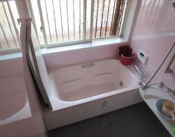 今回、ピンク色となり、明るくポップな感じの浴室に生まれ変わりました!(^^♪ 【システムバスユニット型式】リクシル キレイユ1616Z