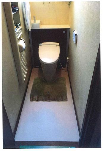 キャビネットでタンクが隠れ、更に再度で収納も可能となり、スッキリとした空間に生まれ変わりました!(^^)/ 【トイレ型式】LIXIL リフォレ