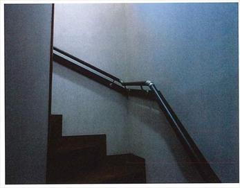 手すり設置後の階段です。上り下りが安全に出来る状態になり、快適な生活が送れますね!(*^-^*)