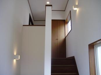 間接照明を取付け、クロスと天井を張替えました。