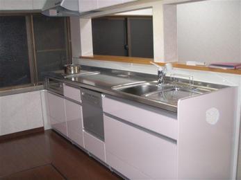 清潔感のある対面式キッチンに仕上がりました。