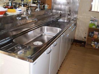 とにかくキッチンが古いので新しいものに交換しました。 キッチンを交換することで生活レベルが上がります。