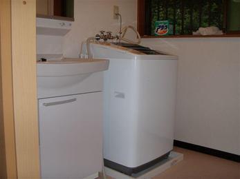 室内に適度な明るさがあった方が、洗濯作業もしやすいですし、 気分も明るくなりますよ!