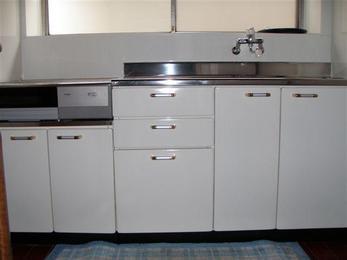 長年使いなれた台所に愛着はあるものです。ですが、今のキッチンはお手頃な金額で使いやすいキッチンになりますよ!