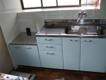 形は今までのキッチンと同じですが、清潔感のあるキッチンにリニューアルしました。