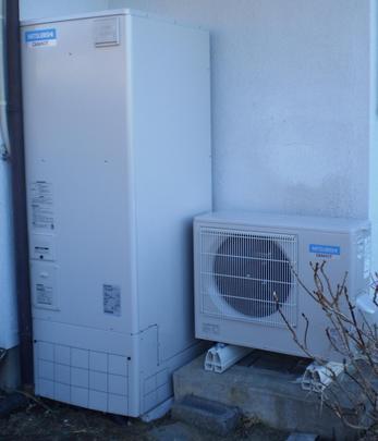 安い深夜電力でお湯を沸かし、貯めておくエコキュート。光熱費が月々1000円ちょっとになるんです。IHクッキングヒーターが入ってオール電化にすれば、電気料金が毎月5%引きに!これを買わない手はありません。