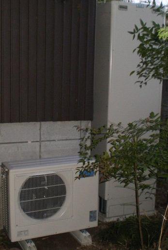 エコキュートなら、深夜電力でお湯を沸かすからとってもお得!月々1000円ちょっとで済んでしまいます。IHクッキングヒーターと組み合わせて、オール電化ならさらに電気代5%引きになります。
