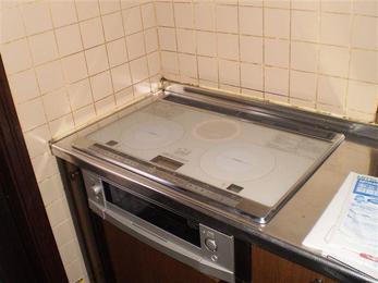 キッチンの色に合うIHクッキングヒーターです。