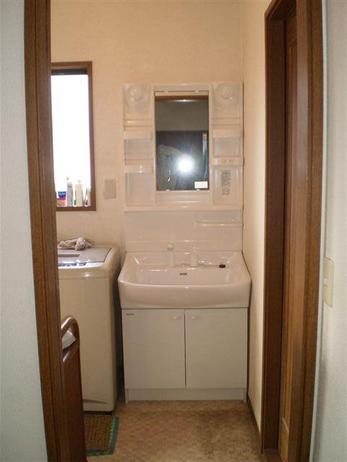 当社はキッチンのクリーニングに力をいれております。キッチンをお掃除するとガスコンロがコンロの廻りを汚しているか実感できるのです。
