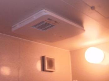 冬暖かく、夏は涼しく!浴室換気暖房機☆