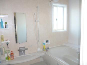 換気乾燥暖房機の機能により、とっても暖かい浴室に変わりました!