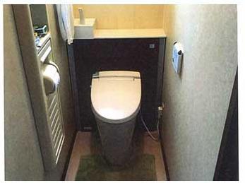 スタイリッシュで収納性にも優れたトイレに生まれ変わりました!(^^)/