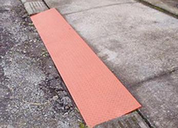駐車場段差スロープ設置施工事を行います。