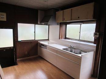 キッチンも床も、そして軒天も