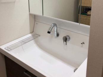 万が一の地震に備え、水が出しっぱなしにならない洗面台にしたい