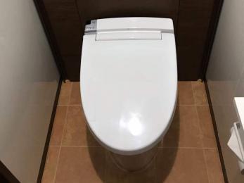 立ったり座ったりしやすいよう、トイレの空間に余裕が欲しい
