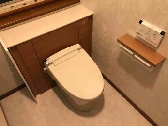 トイレをキレイに、アクセントクロスでエレガントに