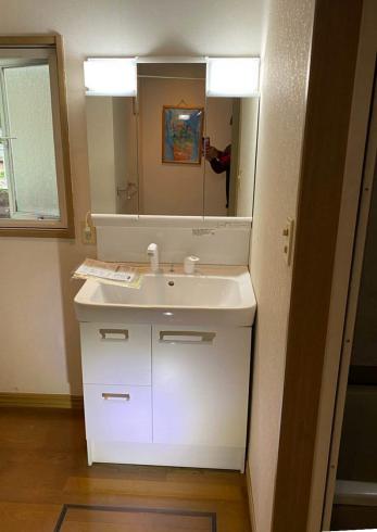 30年間使用した洗面化粧台を交換!