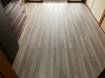 ボコボコで抜けてしまいそうな床を、丈夫に綺麗にしたい