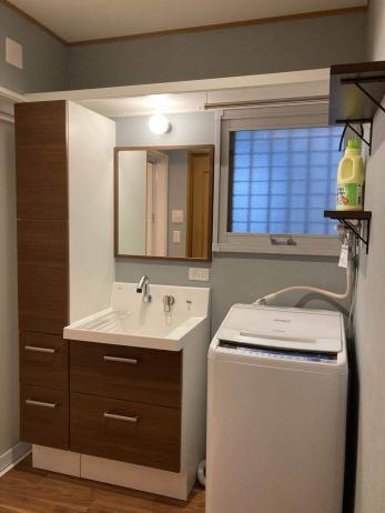 洗面化粧台を取り換えるだけで 不便だった洗面室が美しく使いやすく。-洗面化粧台改修リフォーム-