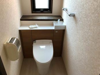 トイレ本体を交換リフォームするだけで、収納棚付トイレに早変わり!
